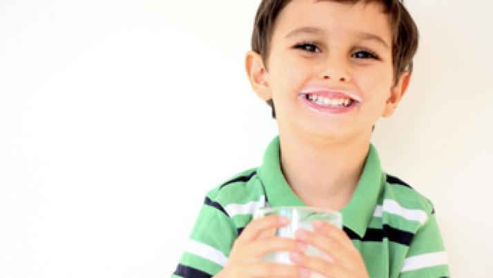 Los lácteos ayudan a controlar el colesterol, disminuir la hipertensión y fortalecer los huesos