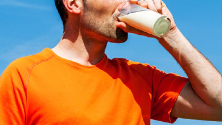 Cinco razones por las que los deportistas deben tomar lácteos
