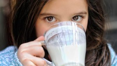 Especialistas recomiendan la leche para aumentar talla en los niños