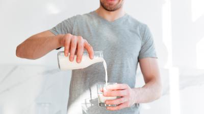 ¿Las personas con diabetes pueden tomar leche?