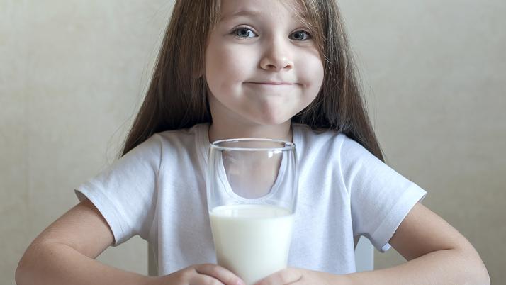 ¿Qué hago si mi hijo no quiere tomar leche?