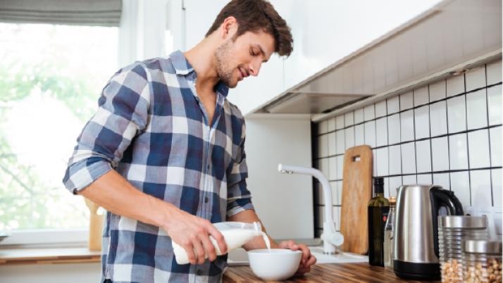 Cuatro razones científicas por las que es beneficioso tomar leche siendo adulto