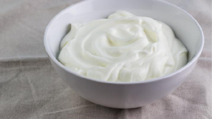 Todo lo que el yogur hace por tu salud: 5 motivos para tomarlo toda la vida