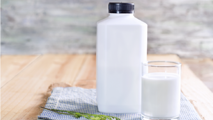Por proceso genético los adultos son capaces de beber leche