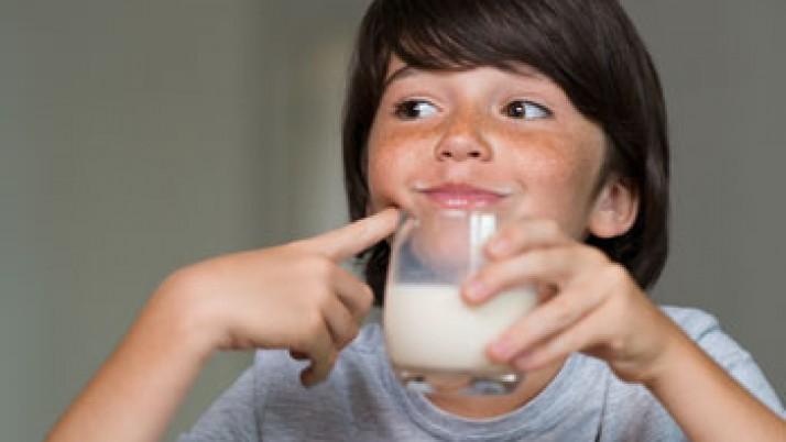 El consumo de leche está asociado a un mayor crecimiento de los niños