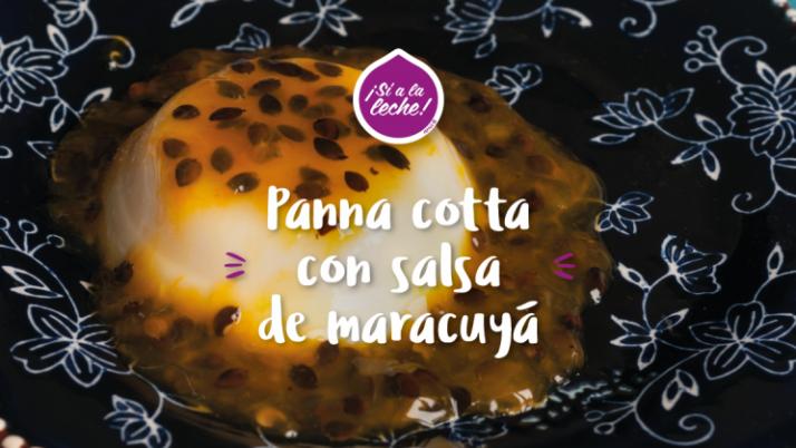 Panna cotta con salsa de maracuyá